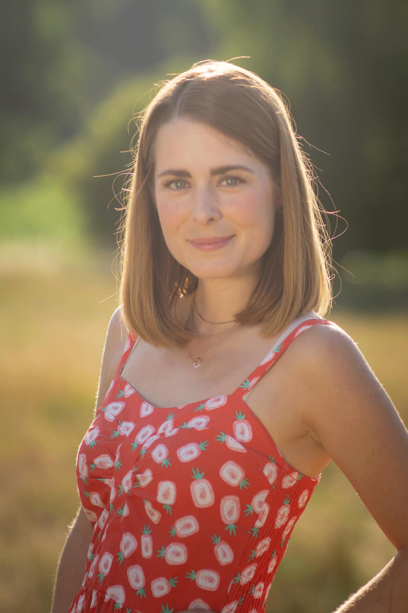 Fruchtiges Sommeroutfit: Midi - Kleid mit Ananas - Print