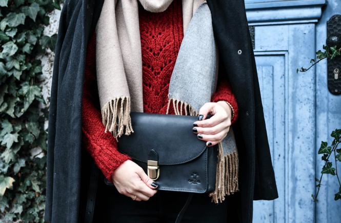 Winter - Outfit: Wollpullover, High-Waist Jeans und Gummistiefel