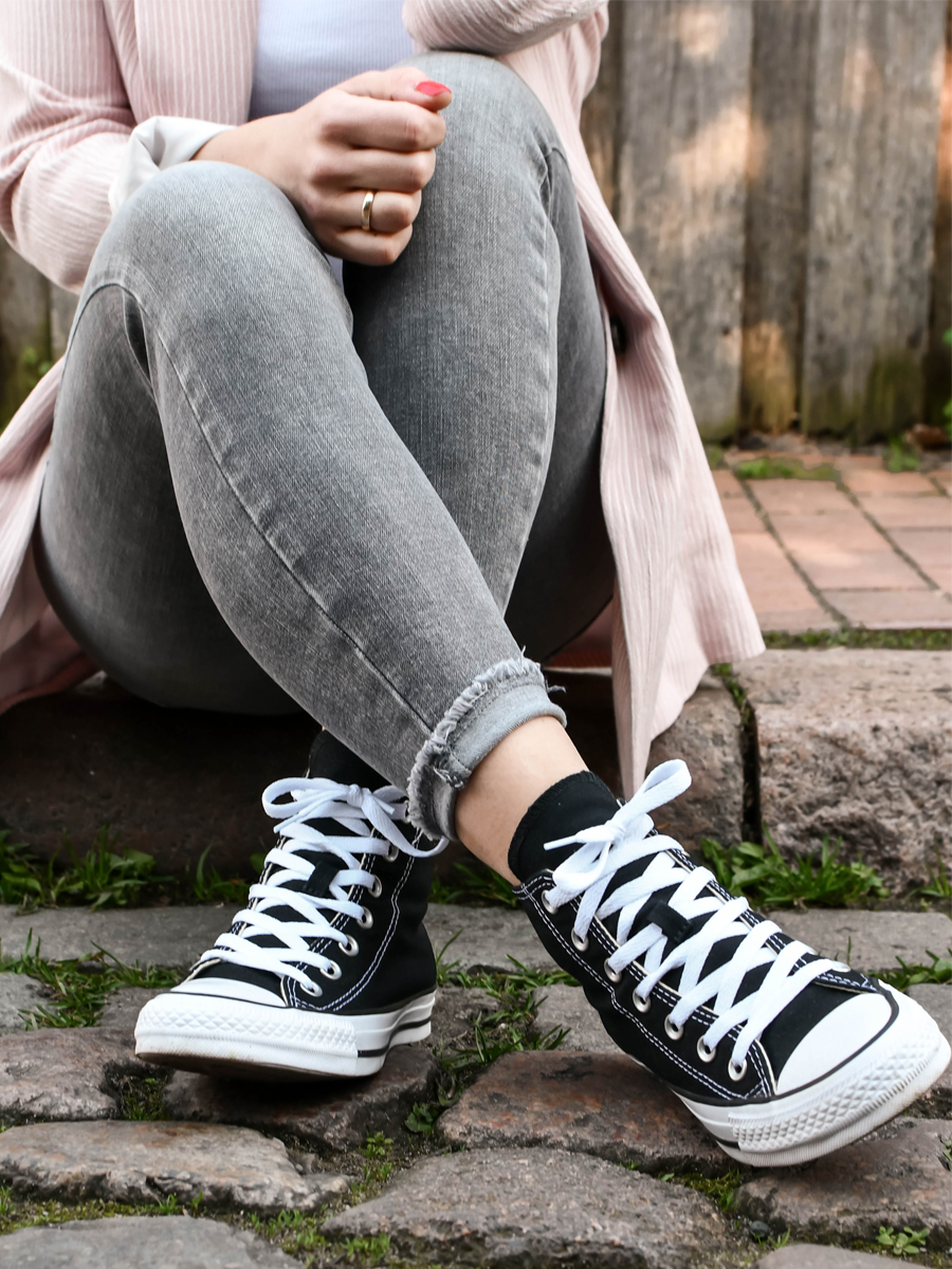 How to wear: Coole Frühlingslooks mit Sneakers von Converse