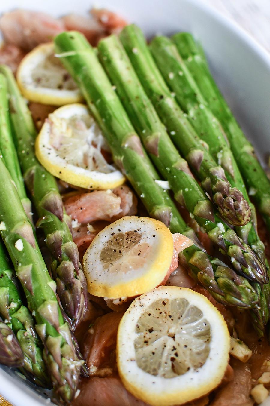 Lachs mit grünem Spargel aus dem Ofen