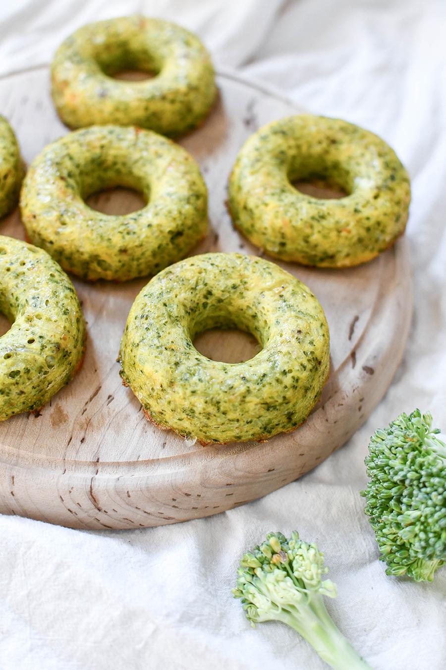 Herzhafte Donuts mit Brokkoli