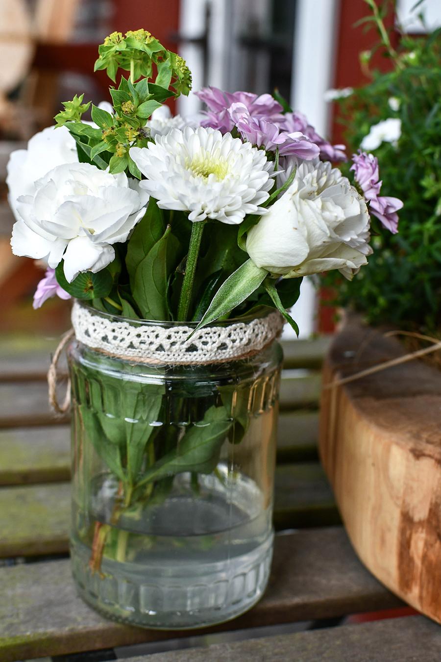 DIY für den Garten: Natürliche Tischdekoration selbstgemacht