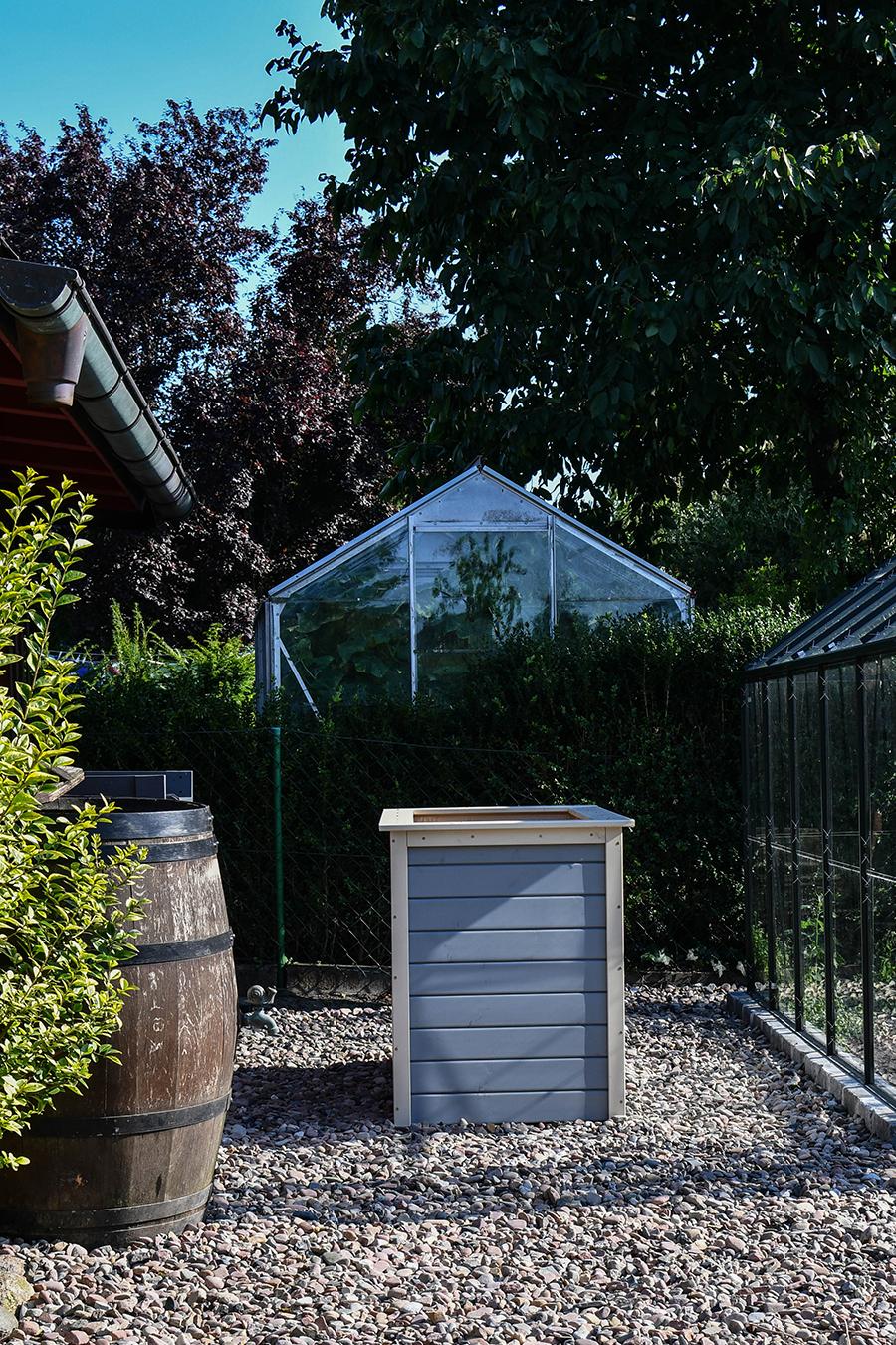 Staketenzaun aus Kastanie für den Nutzgarten aufbauen