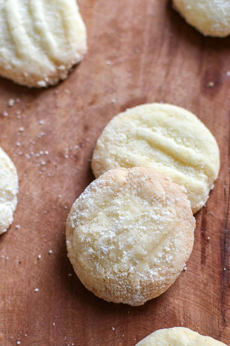 Schneeflocken-Kekse mit Puderzucker