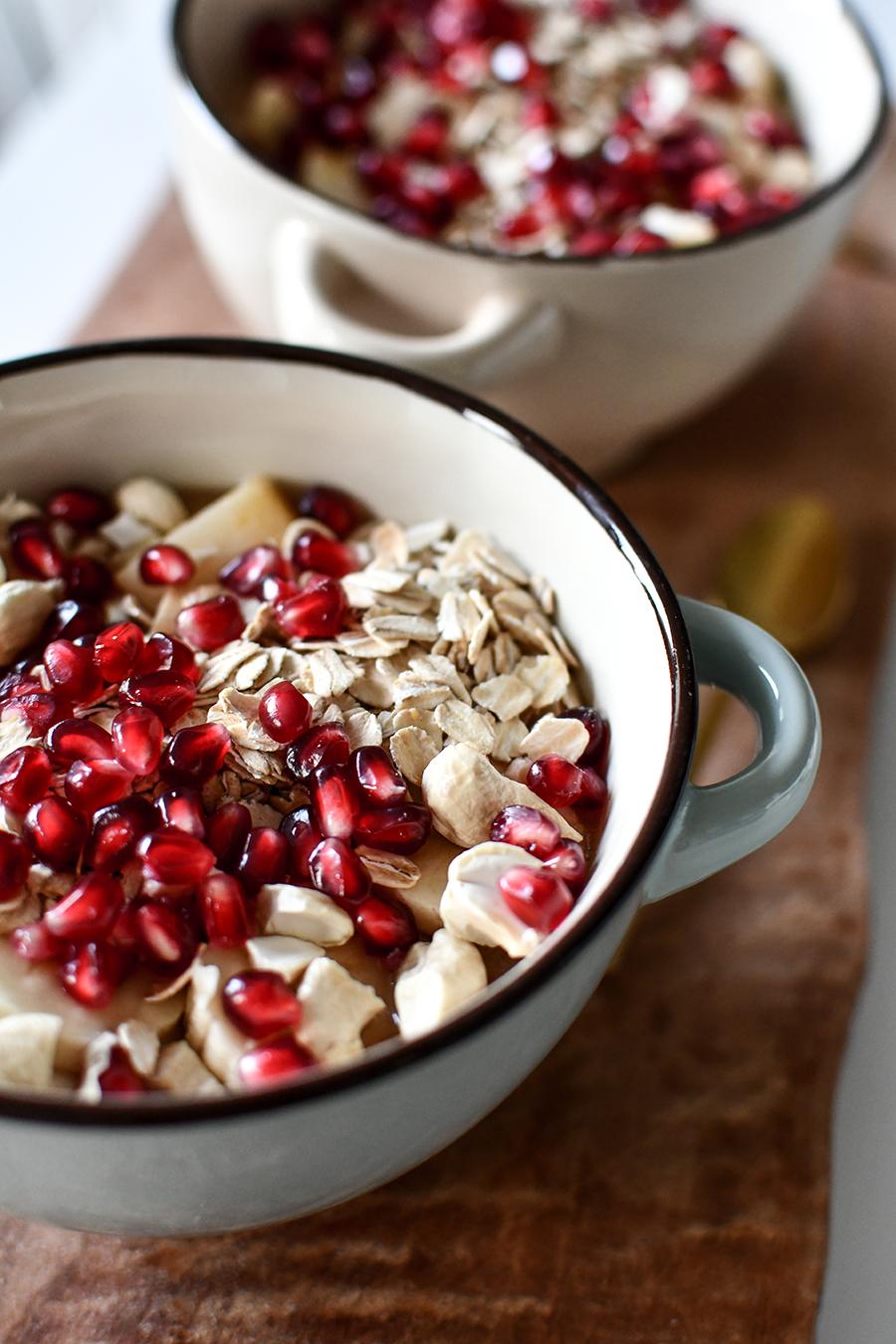 Smoothie-Bowl mit Obst und Mandelmilch