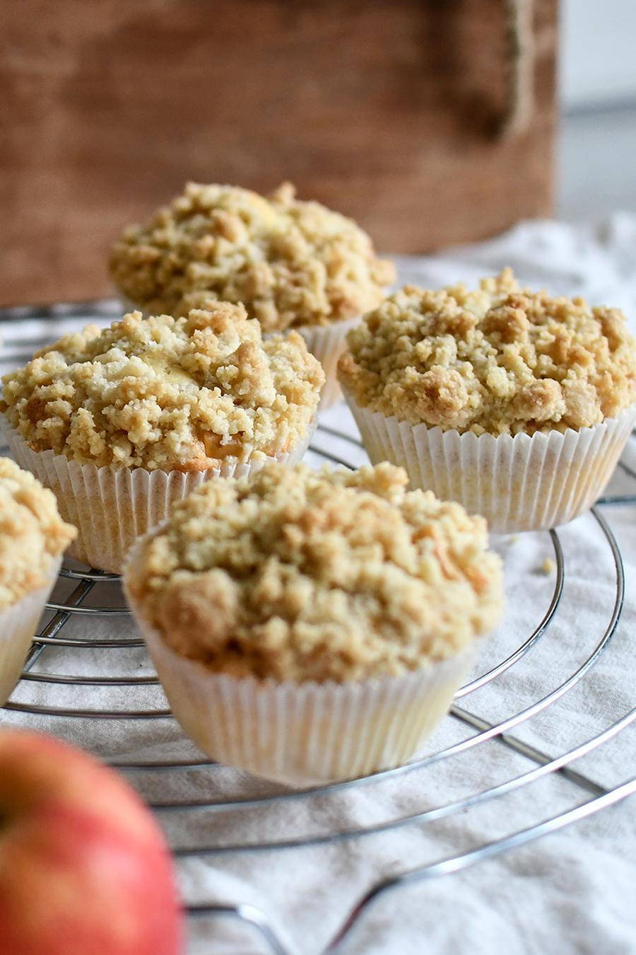 Apfel-Muffins mit knusprigen Streuseln
