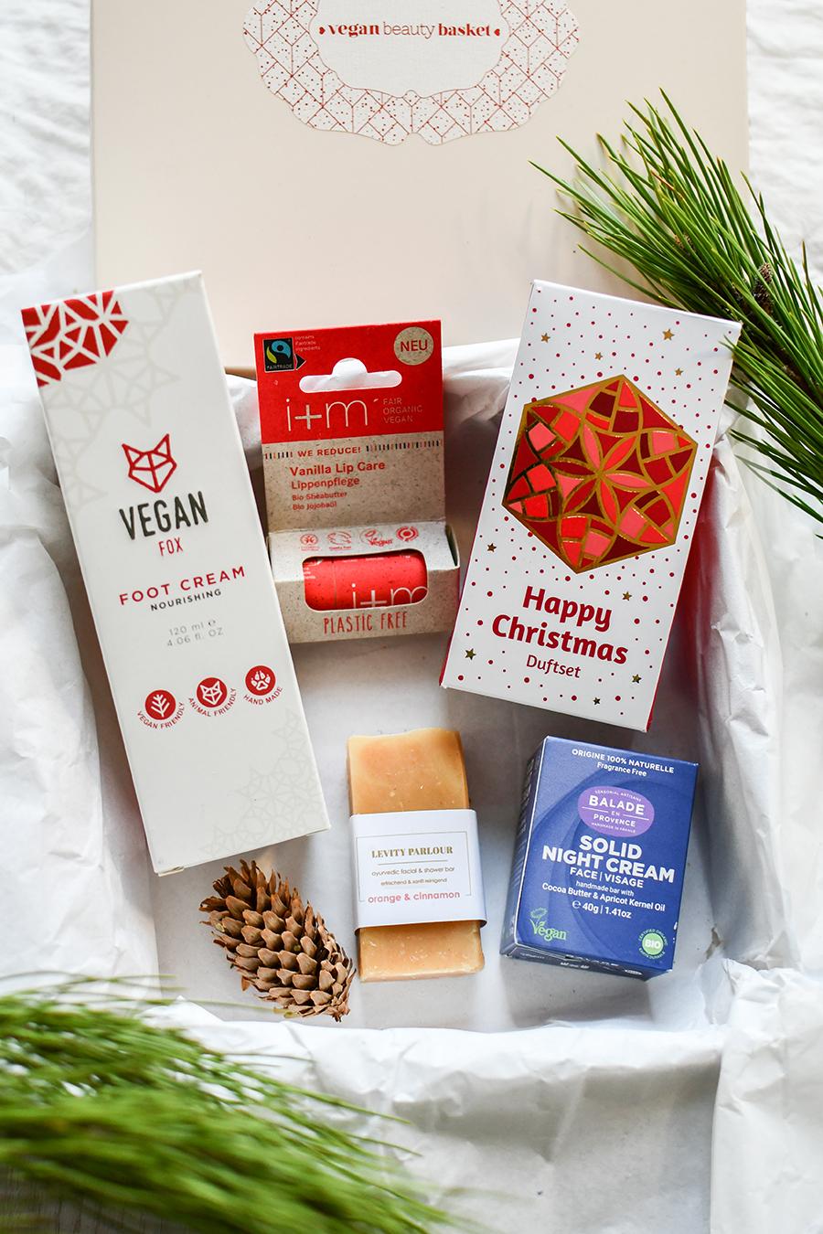 Vegan Beauty Basket – November Edition 2020 – Eine neue Box ist da! Neben einem Lidschatten, waschbaren Abschminkpads, einem Facewash und einem Feuchtigkeitsserum, ist ein Body Scrub und ein Armo-Pflegeöl enthalten. Ich zeig euch heute alle Produkte im Detail.
