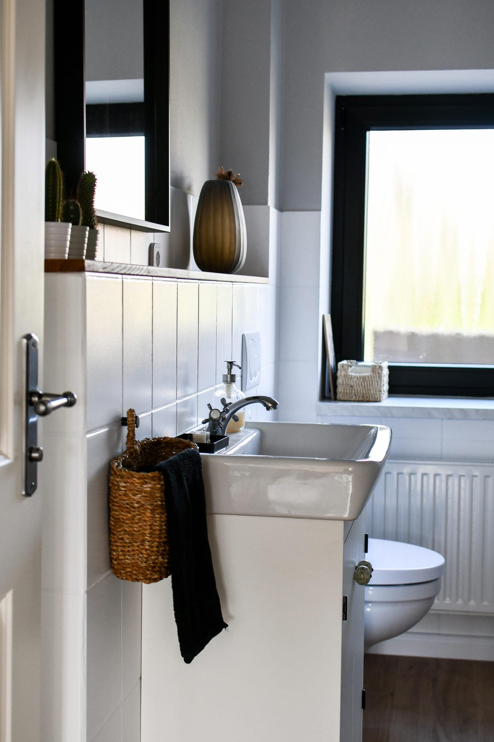 WC renovieren - Fliesen streichen